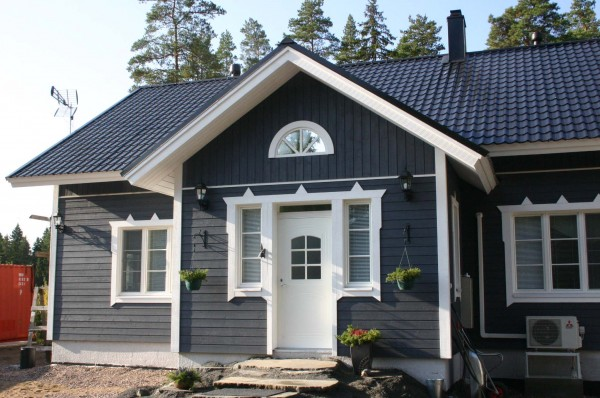 Tummanharmaa Talo