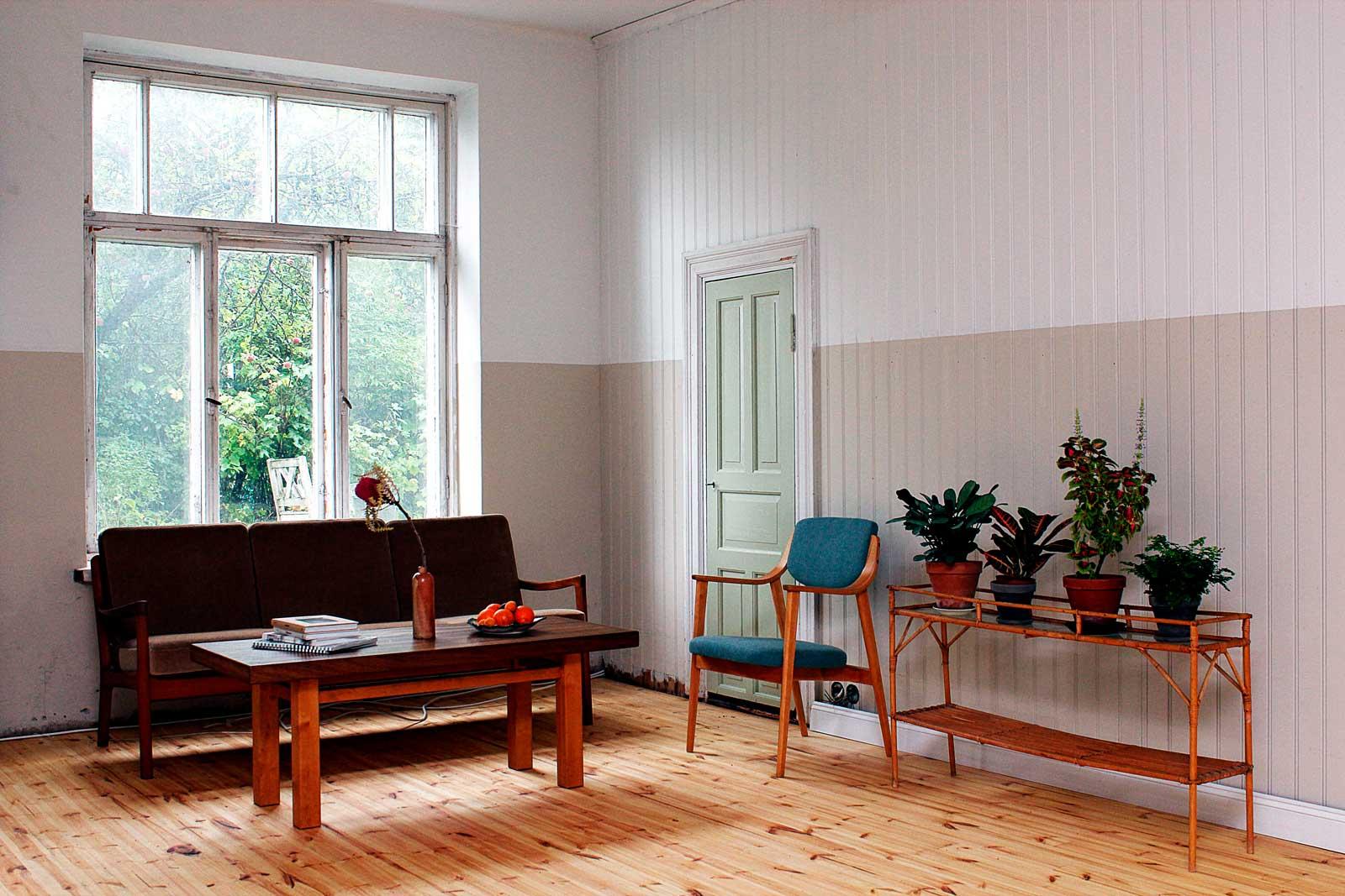 Virtasen Paneelimaalilla maalattu olohuone