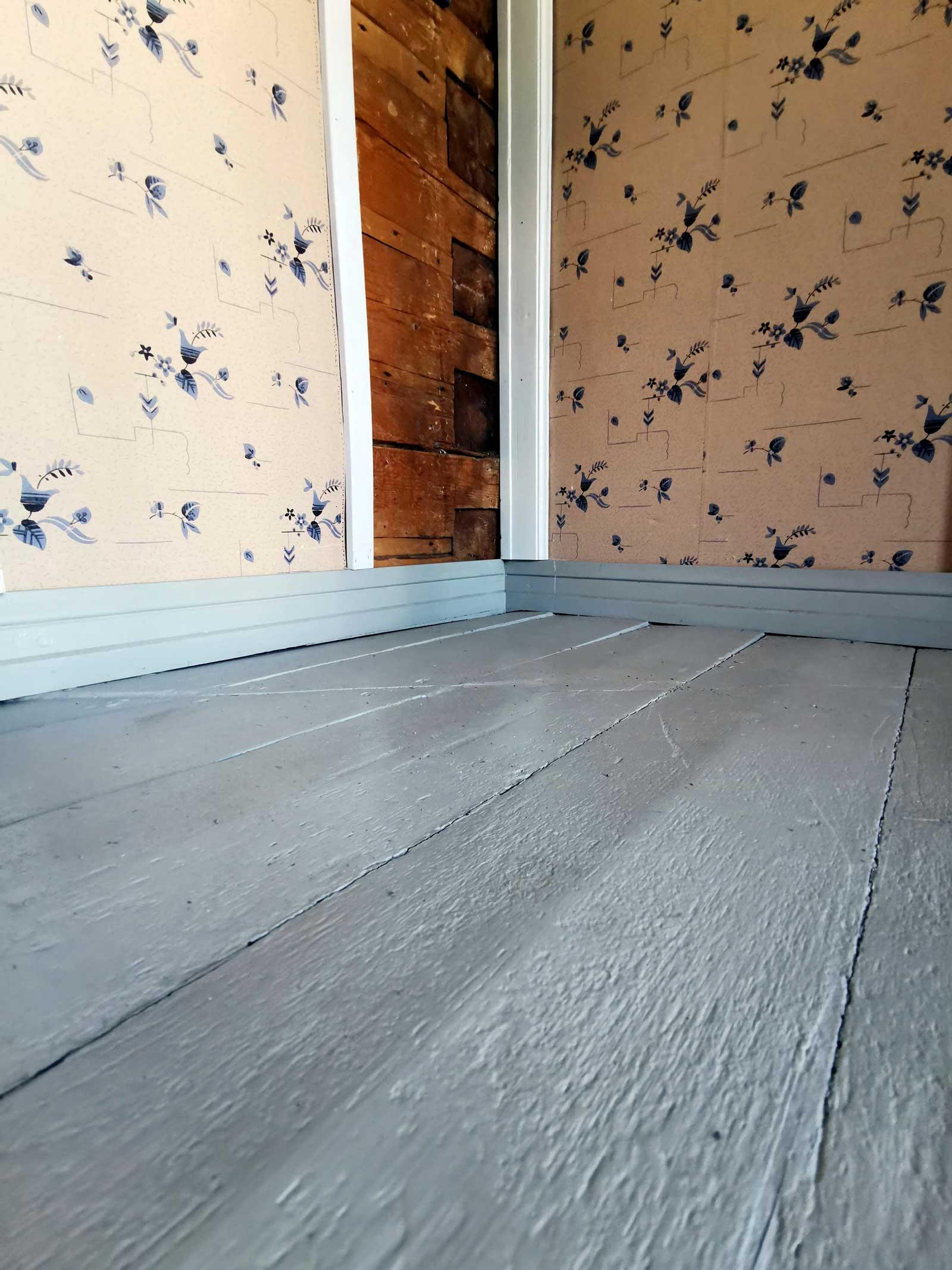 Virtasen Porstua Puulattiamaalilla maalattu tuvan lattia
